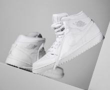 Clean your sneakers- Air Jordan1 Triple Whie