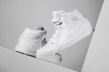 Clean your sneakers- Air Jordan1 Triple Whie