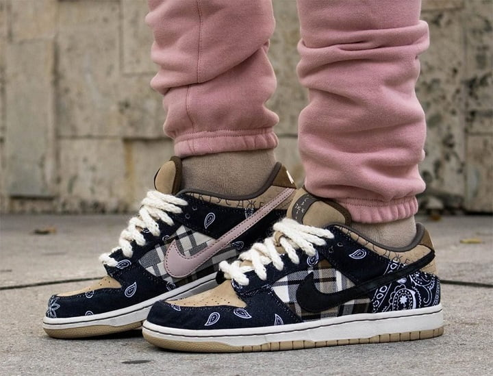 Travis Scott Sneakers - Nike SB Dunk on feet